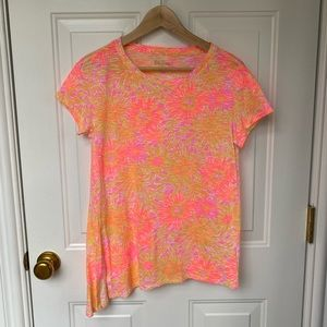 🌸 Lilly Pulitzer asymmetrical floral t-shirt 🌸